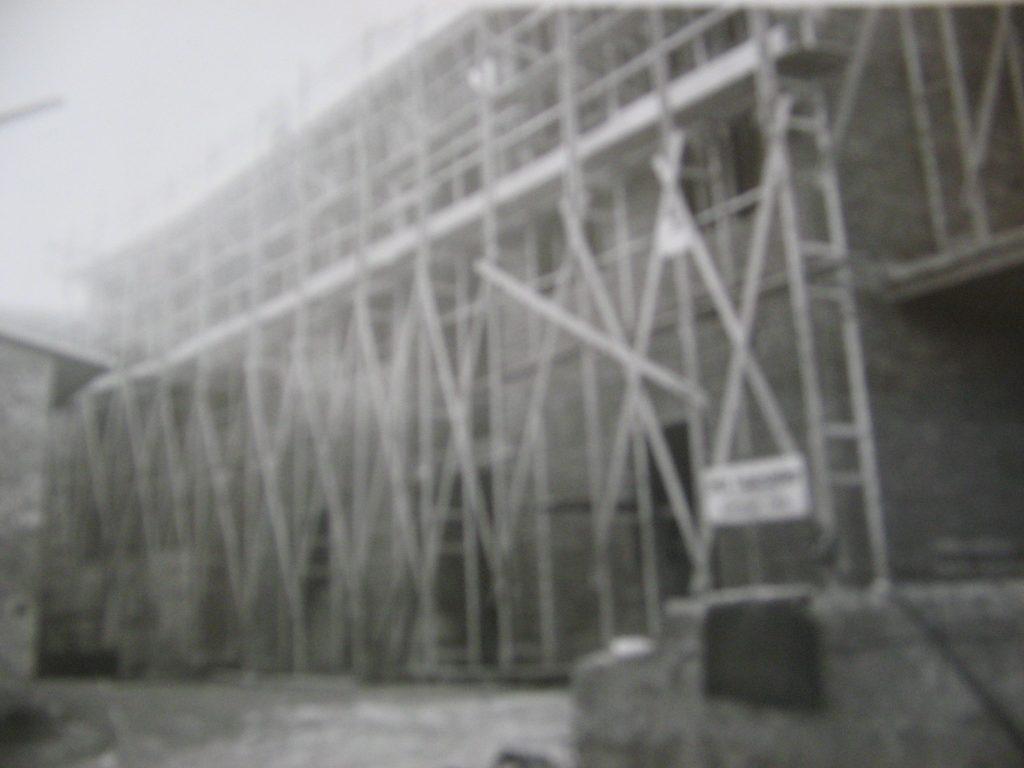 Bau des Brauhauses mit Sudhaus